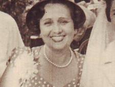 Grete Schkolnik bei der Hochzeit ihrer Tochter Erika (Ausschnitt, Familienarchiv)