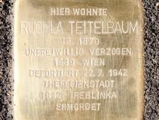 Stolperstein für Ruchla Teitelbaum  Foto:  J.J. Kucek
